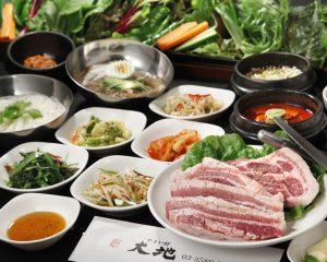 赤坂の韓国料理店【やさい村大地 赤坂本店】でサムギョプサル